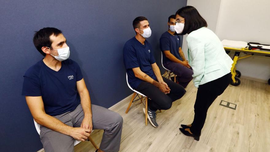 Darias asegura que todavía es pronto para relajar medidas y abandonar el uso de mascarillas