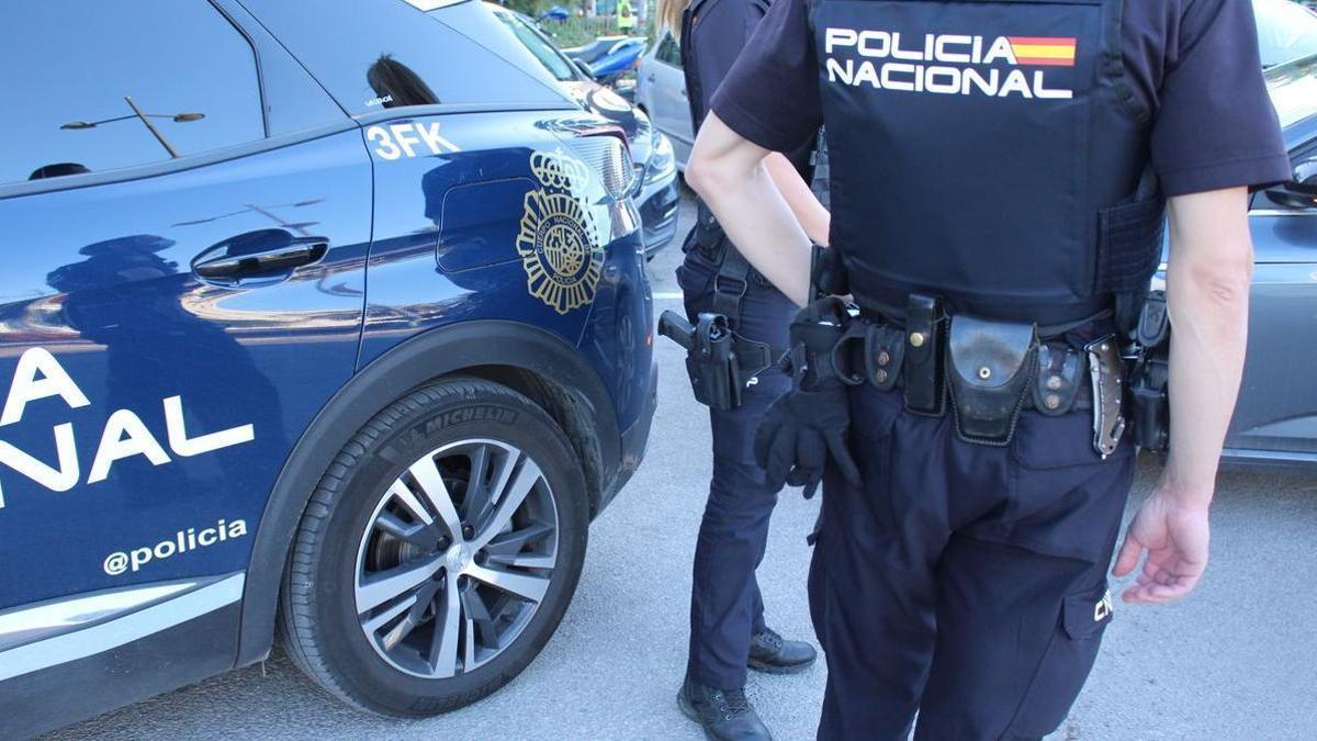Agentes de la Policía Nacional arrestaron a la presunta agresora.