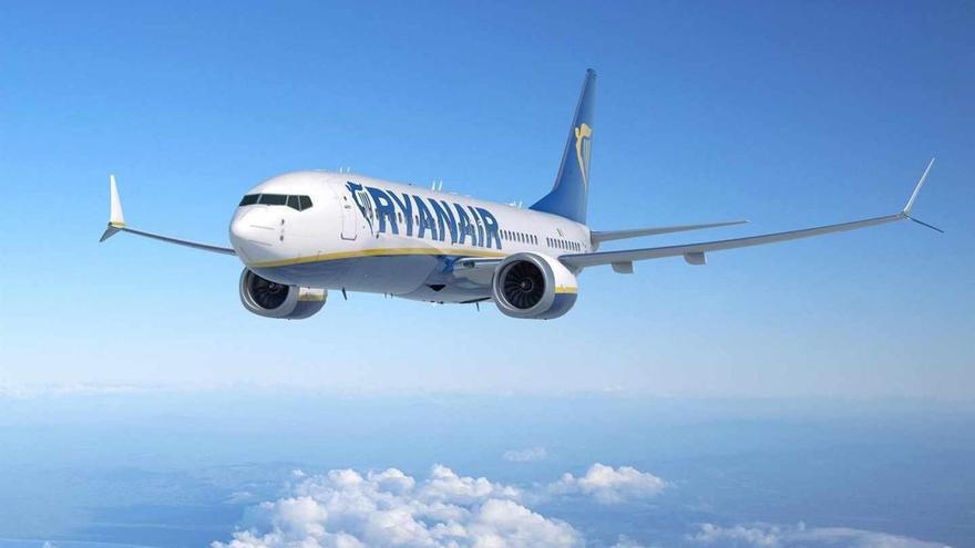 Un piloto que salió de Canarias enferma de gravedad en pleno vuelo