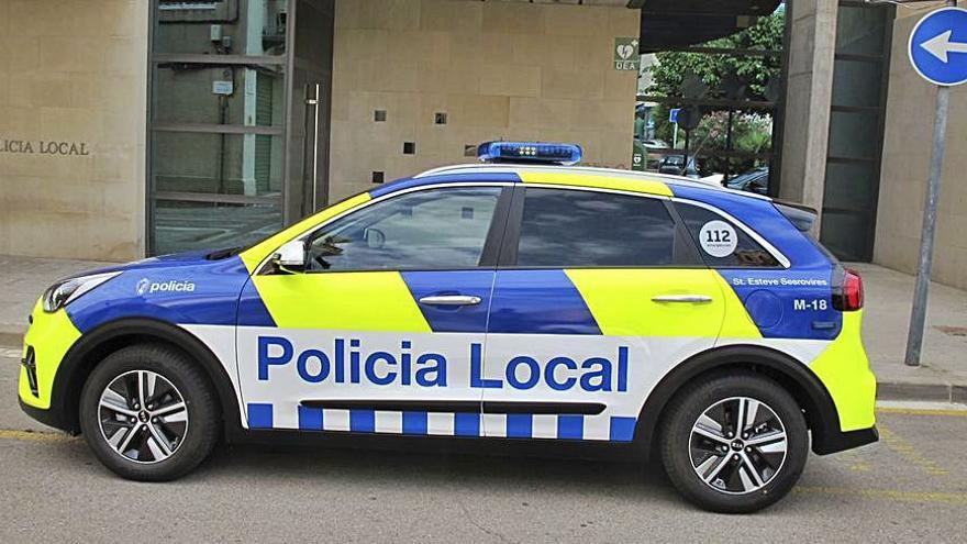 La Policia Local de Sant Esteve Sesrovires renova el parc mòbil amb dos vehicles híbrids
