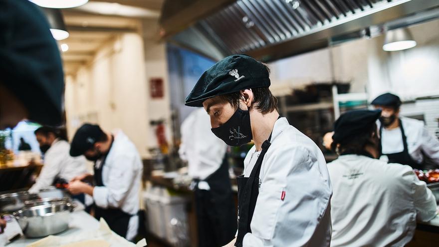 La escuela de cocina El Golimbreo busca ONGs para donarles la venta íntegra de los menús de cada jueves