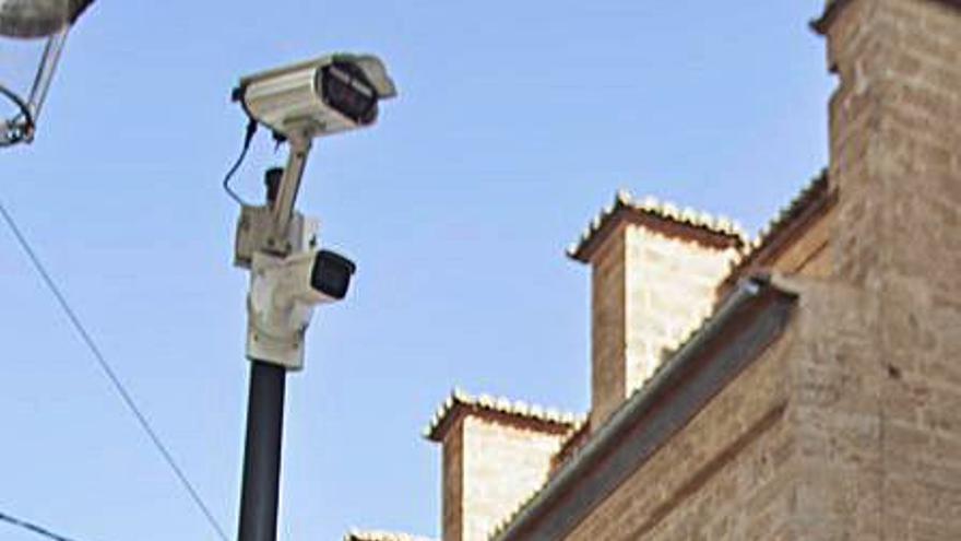 El PP dice que Grezzi retrasa a julio el cierre al tráfico de Ciutat Vella