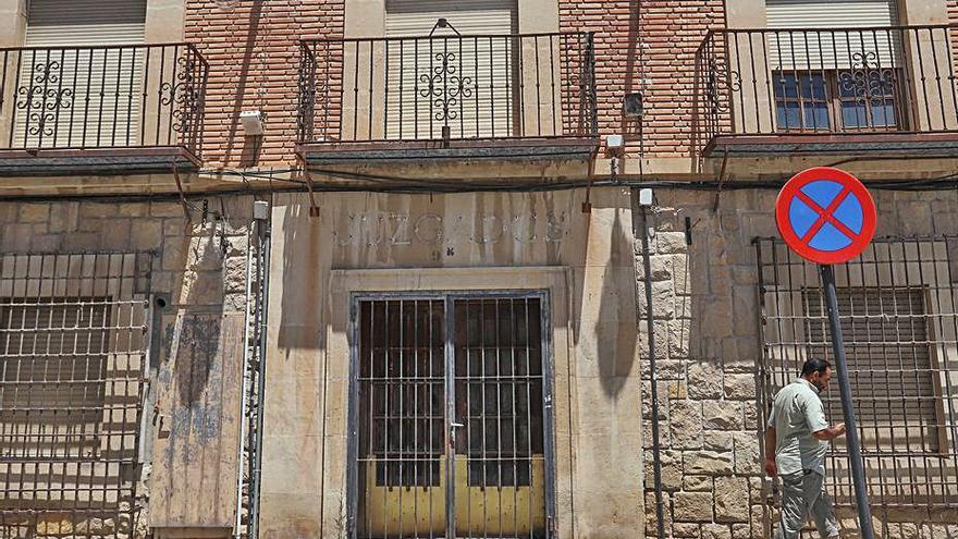 Orihuela acepta la cesión de los antiguos juzgados tras llegar el oficio en castellano