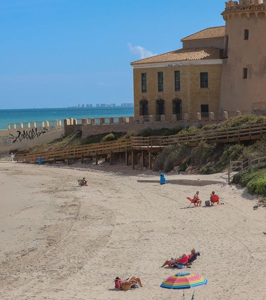 Planes cerca de la Región de Murcia: cinco calas y playas para disfrutar en la Vega Baja