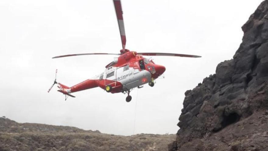 Rescatan en helicóptero a un senderista que sufrió una caída en Tamadaba