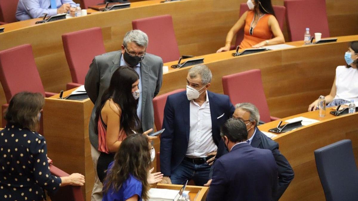 El PP y Cs pactan en las Cortes con el Botànic el acuerdo autonómico de reconstrucción