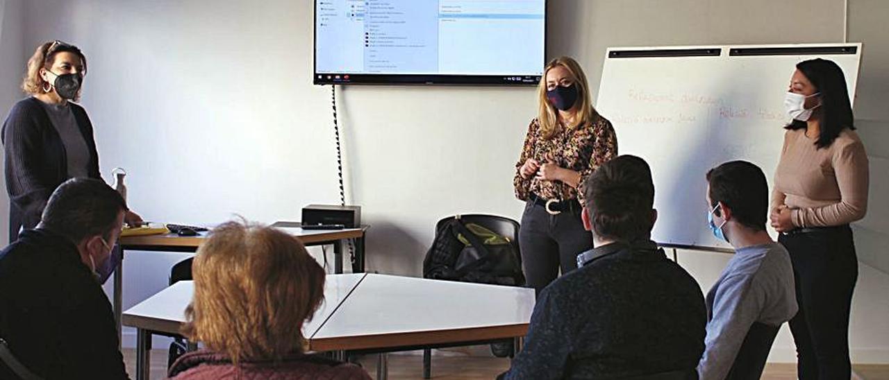 Imagen de archivo de una sesión formativa en Ontinyent | LEVANTE-EMV