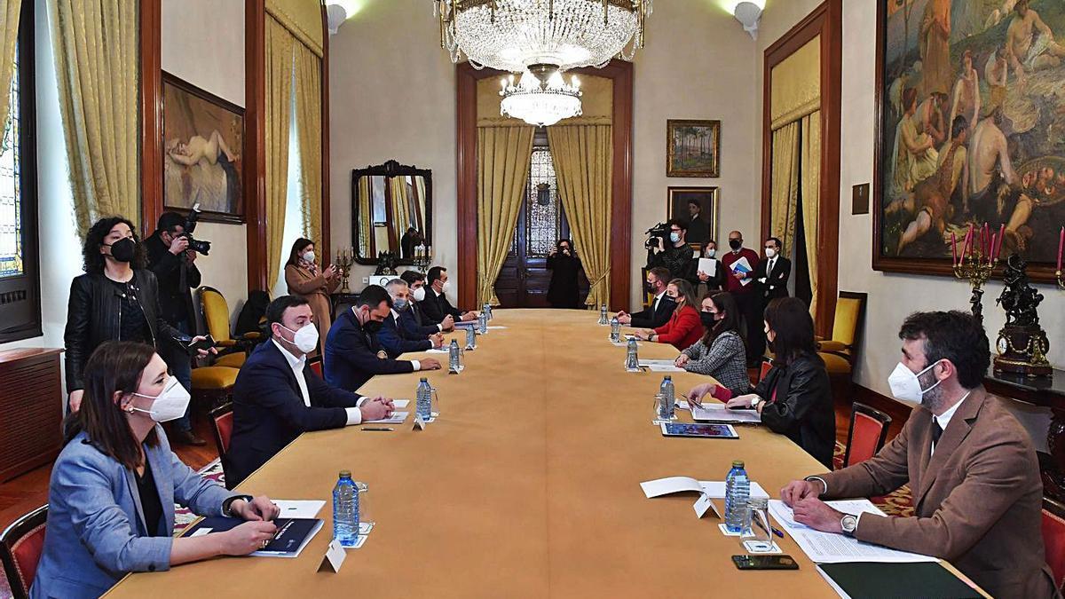 Reunión entre administraciones por el futuro del Puerto el pasado 23 de febrero.     // VÍCTOR ECHAVE