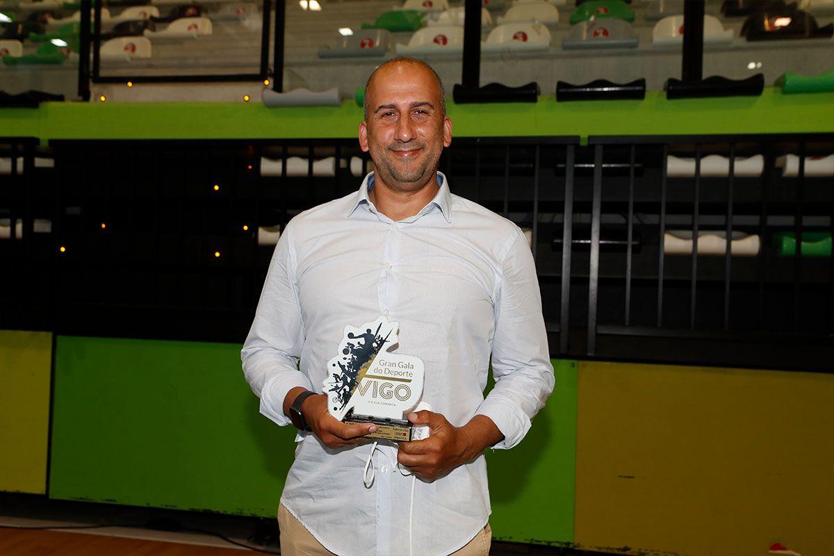 Jorge Méndez, con el premio de su hermano
