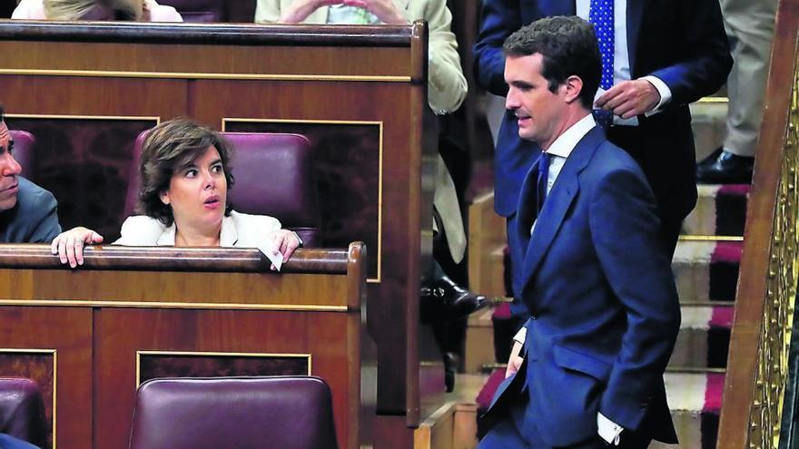 Casado se sienta en el escaño del líder del PP