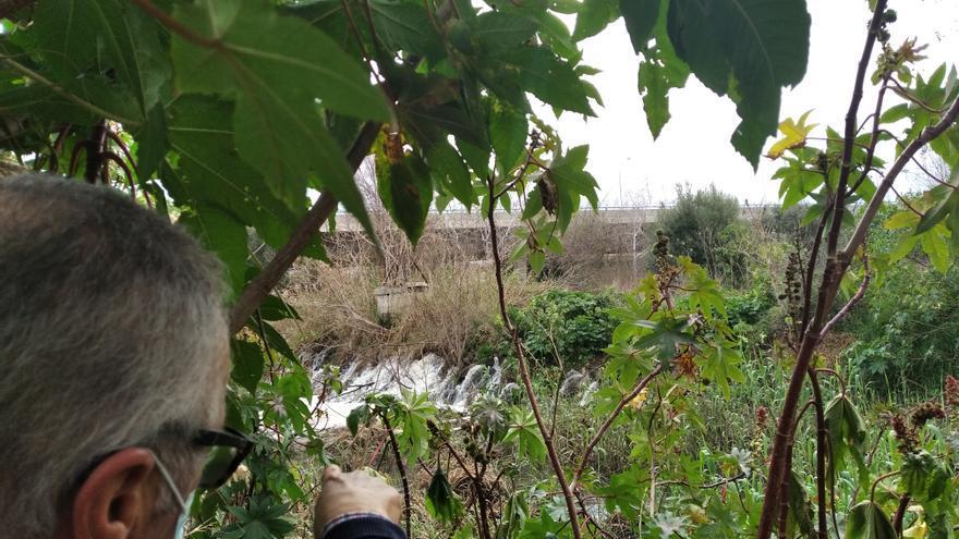 Denuncian un vertido en el aliviadero del río Guadalhorce
