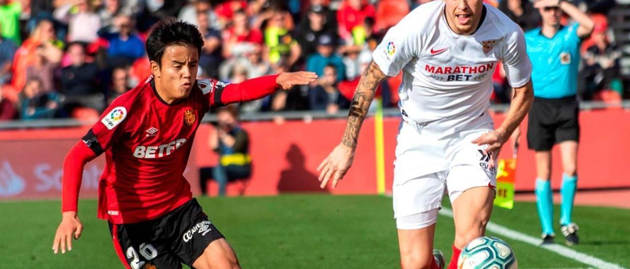 Take Kubo (izquierda), durante un partido de la pasada temporada con el Mallorca.