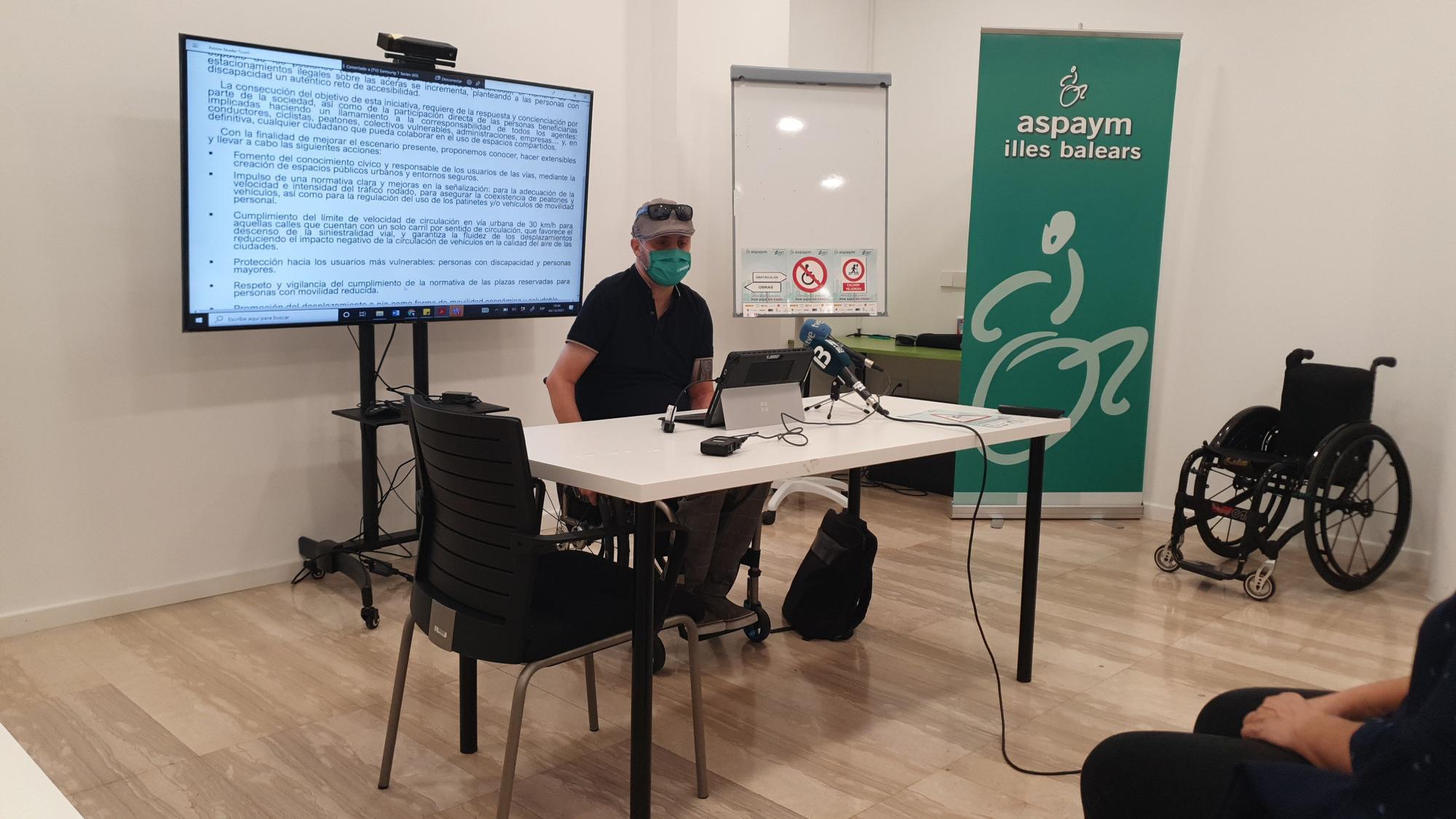 Personas con movilidad reducida lanzan una campaña para reivindicar la accesibilidad en Palma