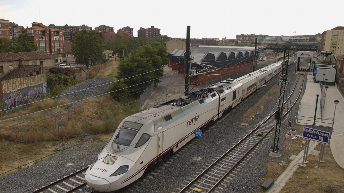 Tren el pruebas del nuevo tramo de AVE Zamora Pedralba