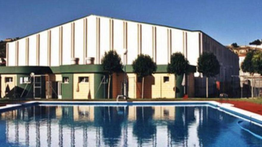 Cierran la piscina de Navarrés tras defecar una persona en el agua