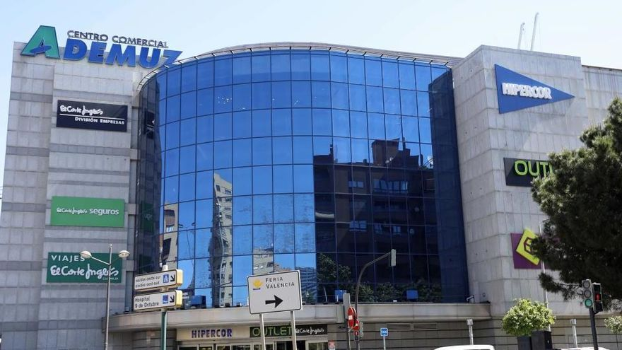 ¿Qué centros comerciales abren hoy en València?