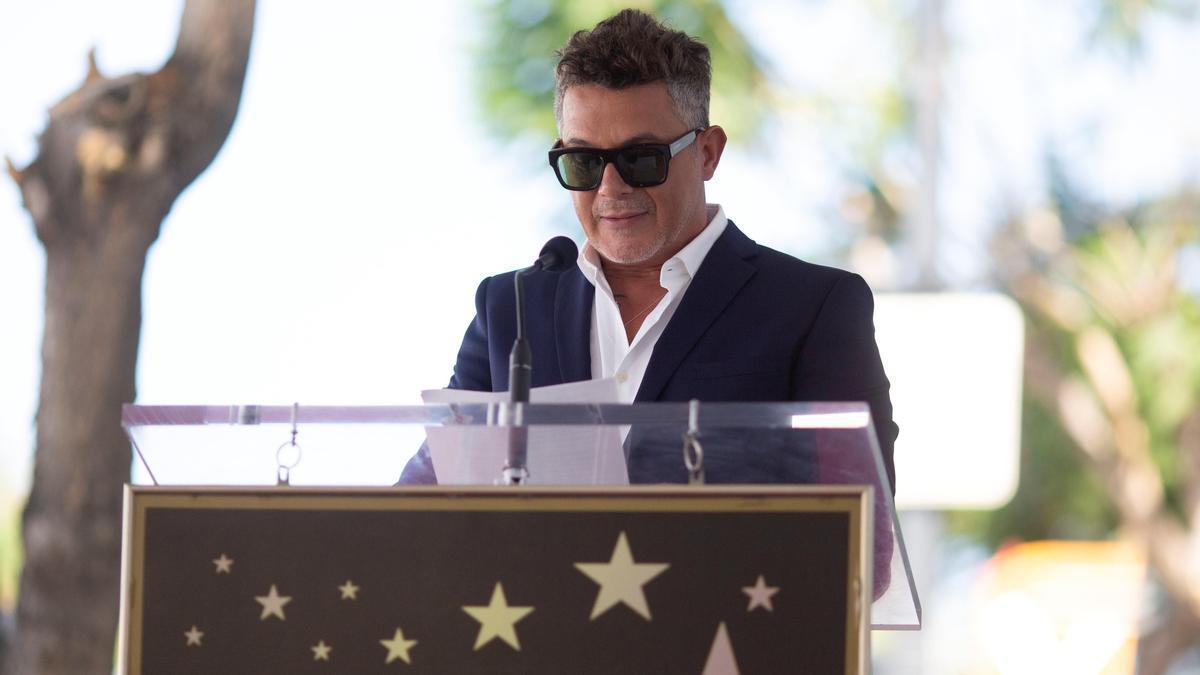 Alejandro Sanz inaugurating his star in Hollywood.