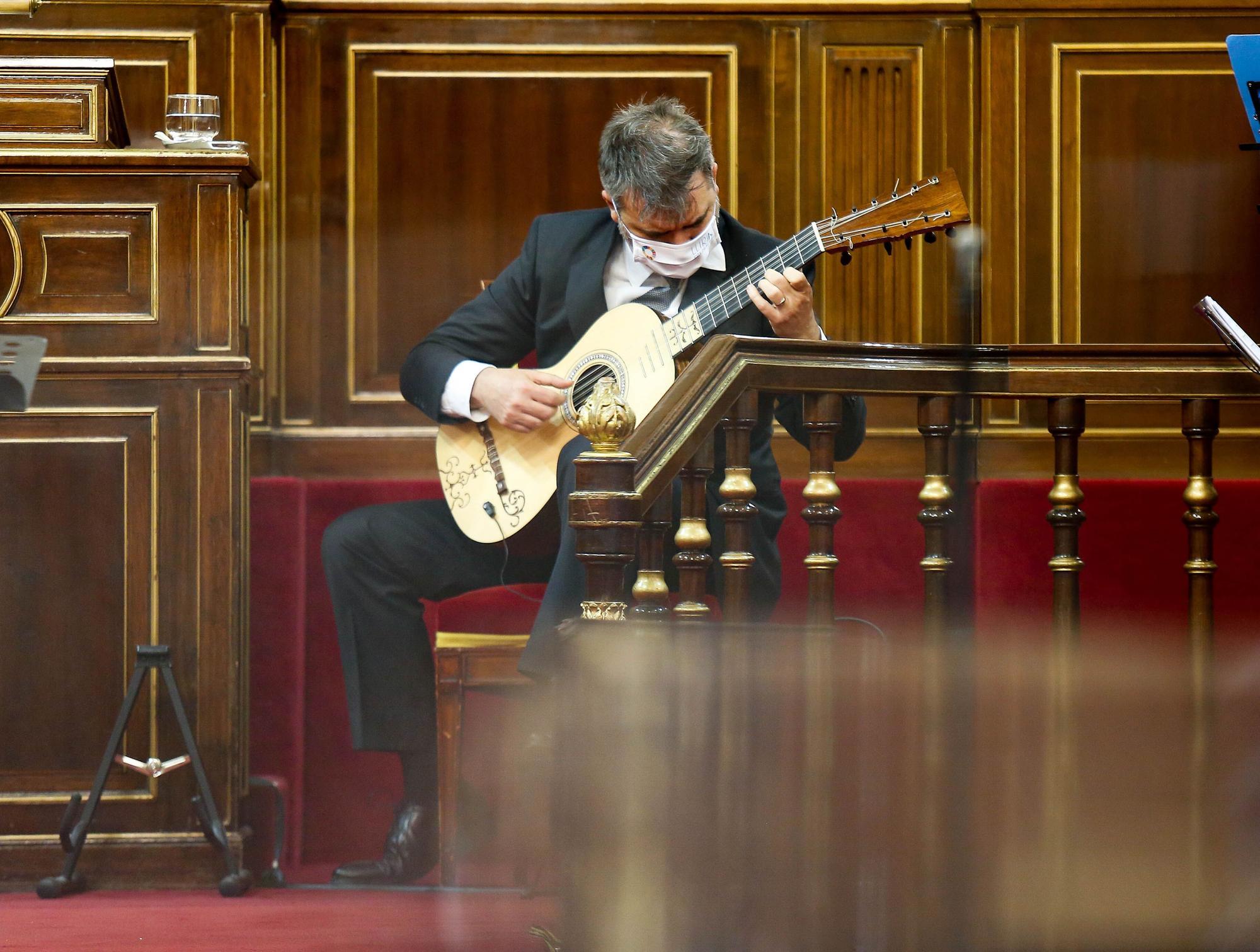 El guitarrista y profesor del Conservatorio de Llíria Rafael Serrallet