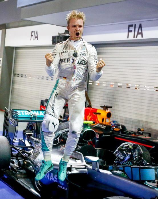 Un Rosberg pletórico salía así de su monoplaza tras vencer en Singapur. Ricciardo fue segundo y Hamilton cerró el podio.