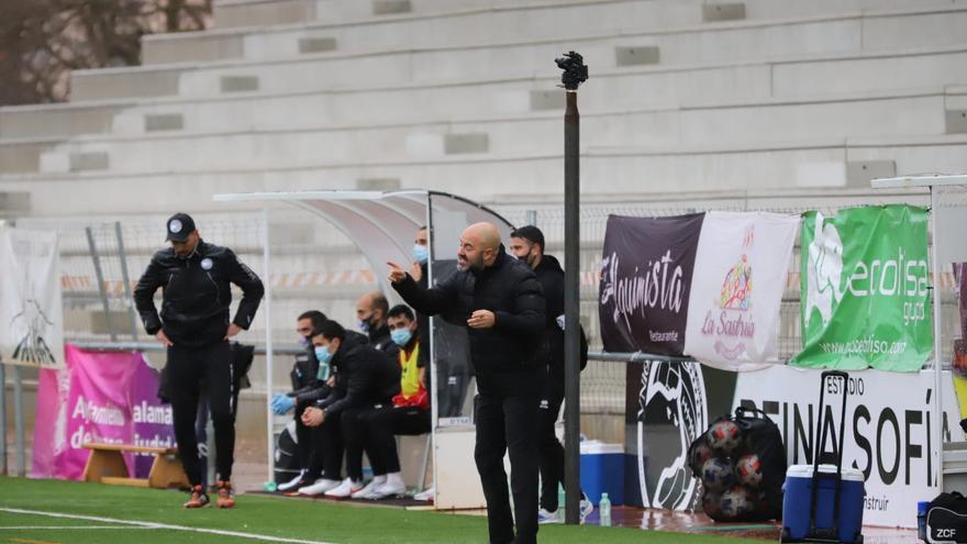 """Movilla, entrenador del Zamora CF: """"Queríamos  ganarnos el derecho a estar en la categoría"""""""