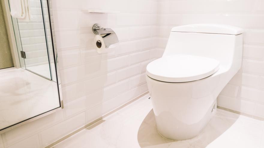 El truco casero, fácil y barato para dejar el inodoro como nuevo en un minuto