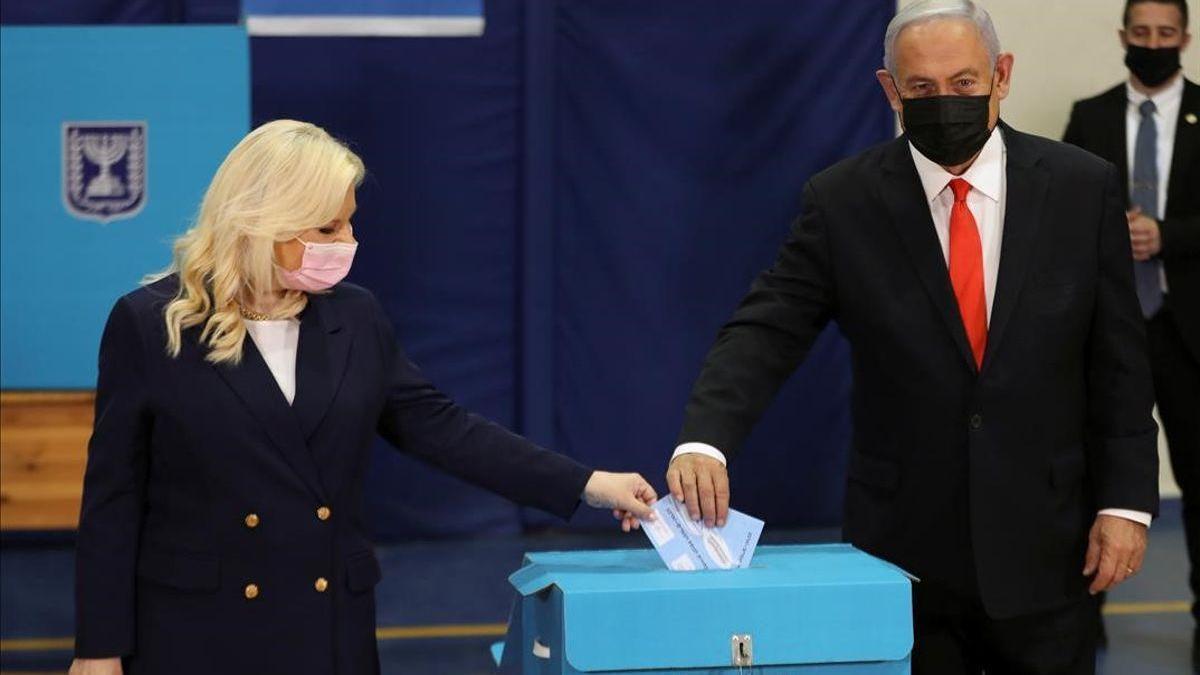 Un reñido escrutinio en Israel aleja a Netanyahu de la mayoría