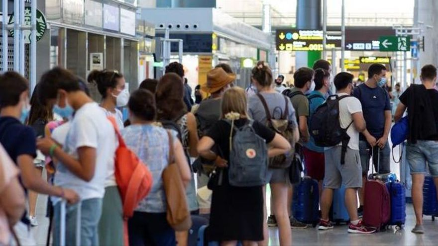 Reino Unido reimplanta la cuarentena obligatoria tras los viajes a Canarias