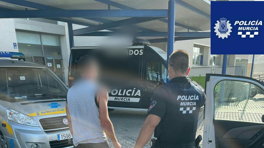 La Policía disuelve una macrofiesta ilegal en Cobatillas