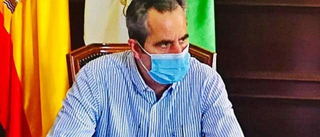 Miguel Jorge Blanco, alcalde del PP en Santa Brígida, en su despacho del Ayuntamiento.