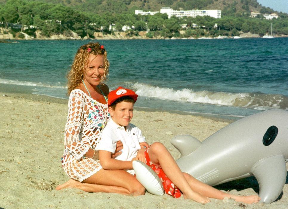 Álex Lequio con su madre Ana Obregón.