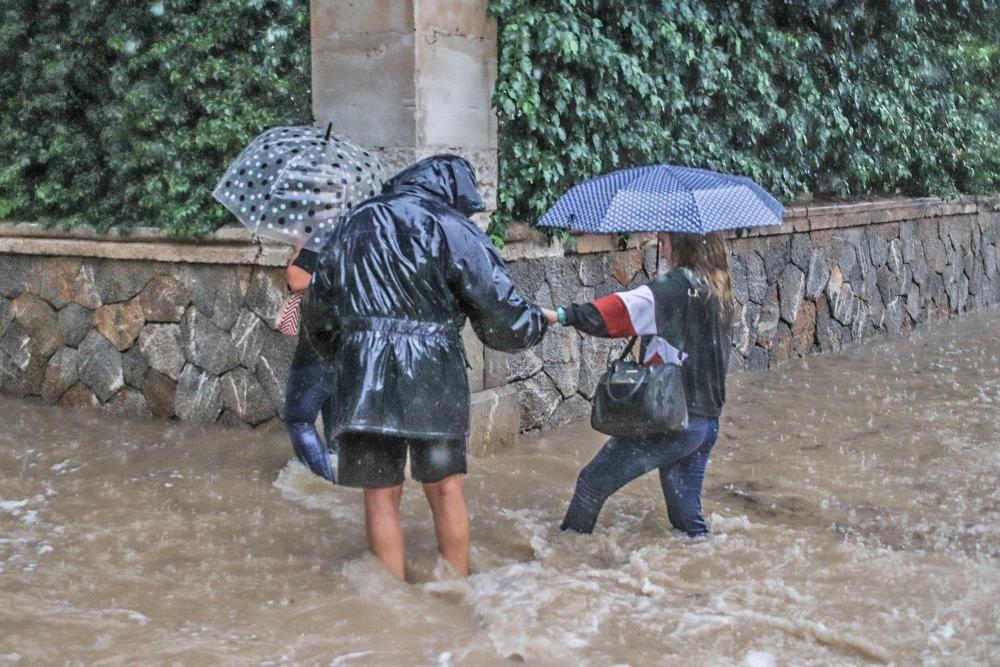 La gota fría deja Orihuela inundada y aislada