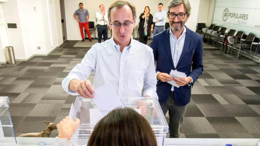 Los pesos pesados del PP votan en las primarias