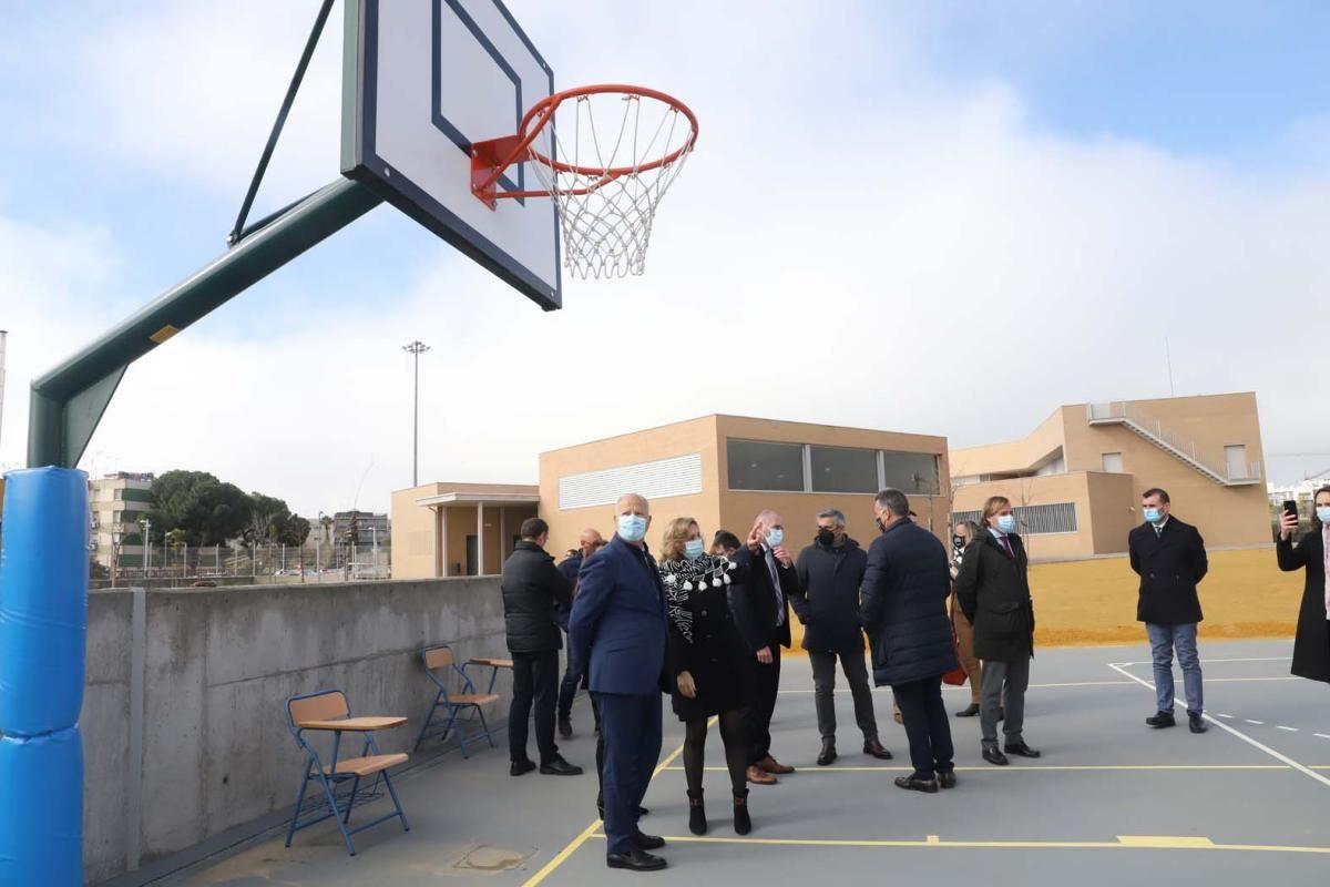 El consejero Imbroda inaugura el colegio público Turruñuelos.