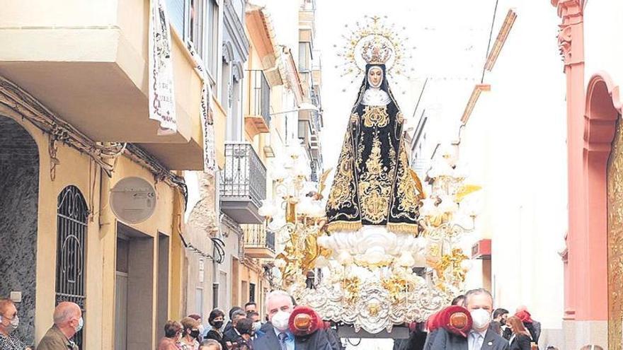 La Soledat vuelve a procesionar por las calles de Nules tras dos años de ausencia