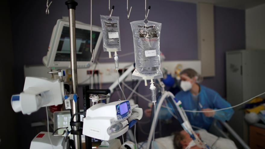 Francia marca un récord absoluto de pacientes ingresados en UCI por coronavirus