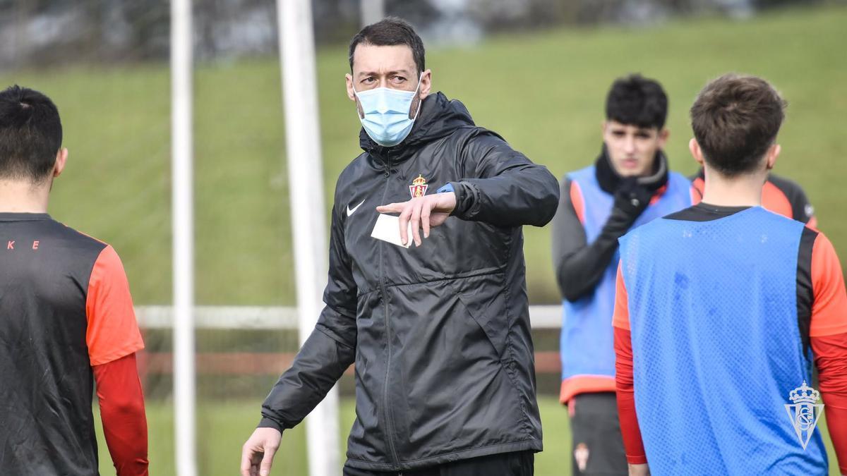 Sergio Sánchez, en un entrenamiento del filial