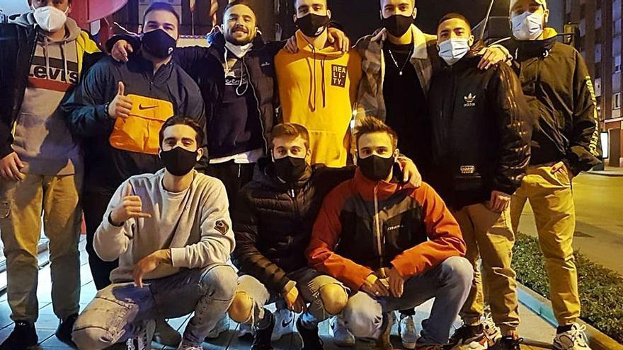 Un grupo de jóvenes de Gijón reúne 600 euros para donar alimentos y mascarillas a los más necesitados