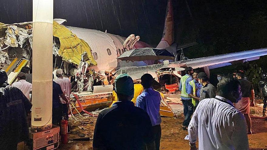 Almenys deu morts en sortir de la pista un avió a l'Índia