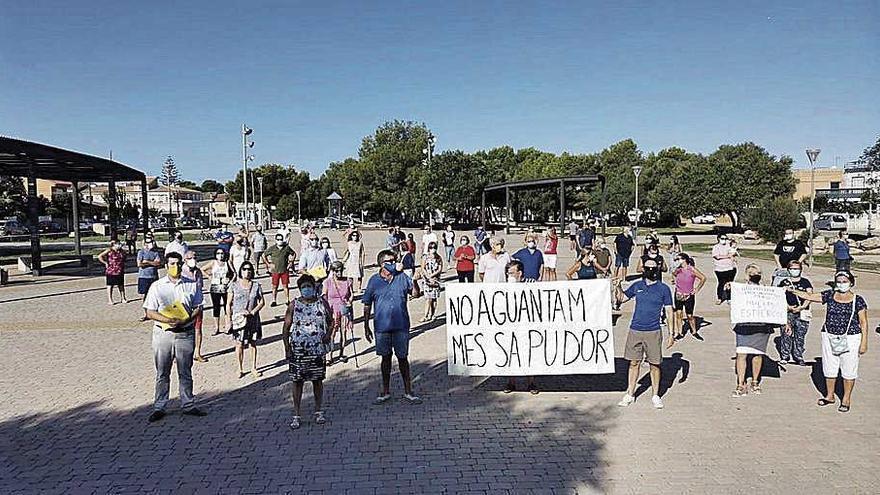 Protesta contra los olores  de una instalación avícola en Llucmajor