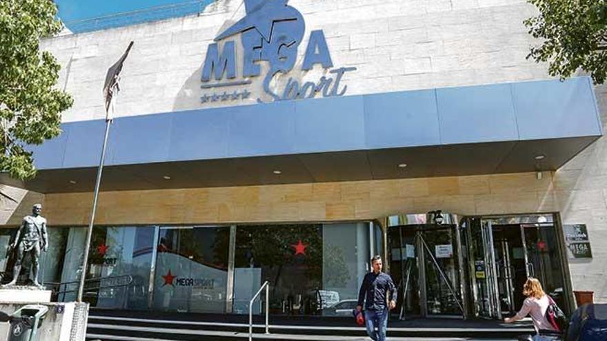 Trabajo lleva a los tribunales los despidos del Megasport de Cursach