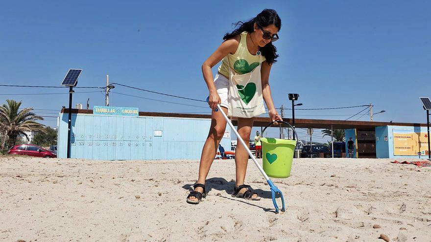 Voluntarios de Ibiza contra un mar de plástico