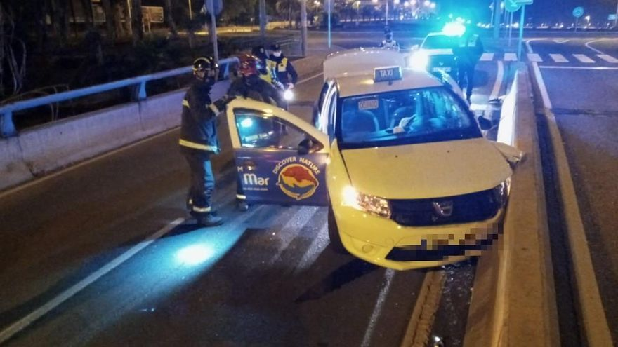 Aparatoso accidente en el viaducto de La Ballena