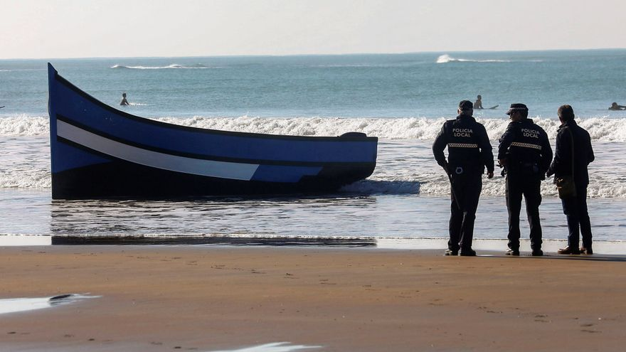 Llegan al puerto de Cádiz los cuerpos de los migrantes fallecidos en el naufragio de una patera