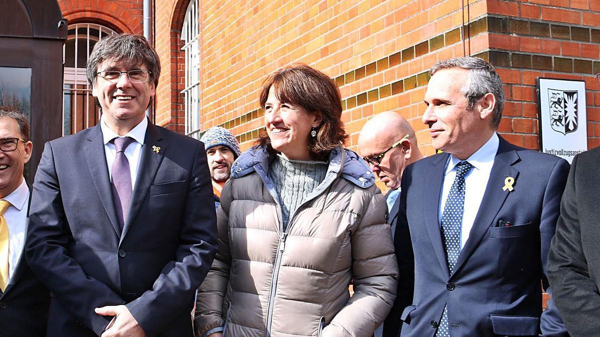 Carles Puigdemont amb Elisenda Paluzie i Josep Lluís Alay   ARXIU/ACN