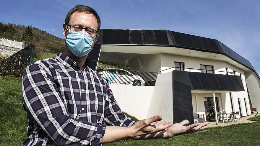 """""""Ideé la casa solar sin sol porque vivo en Asturias, queremos hacerla aquí y venderla en Suecia"""""""