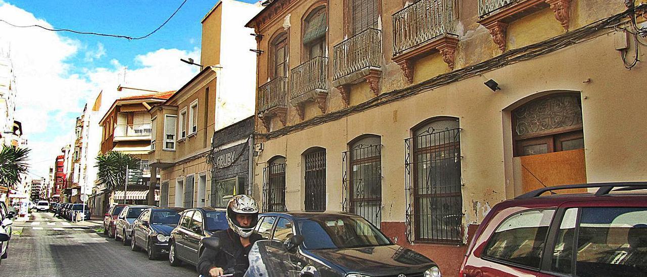 Vivienda protegida adquirida por el Ayuntamiento en la calle Azorín en 2011 y sin uso.   D. PAMIES