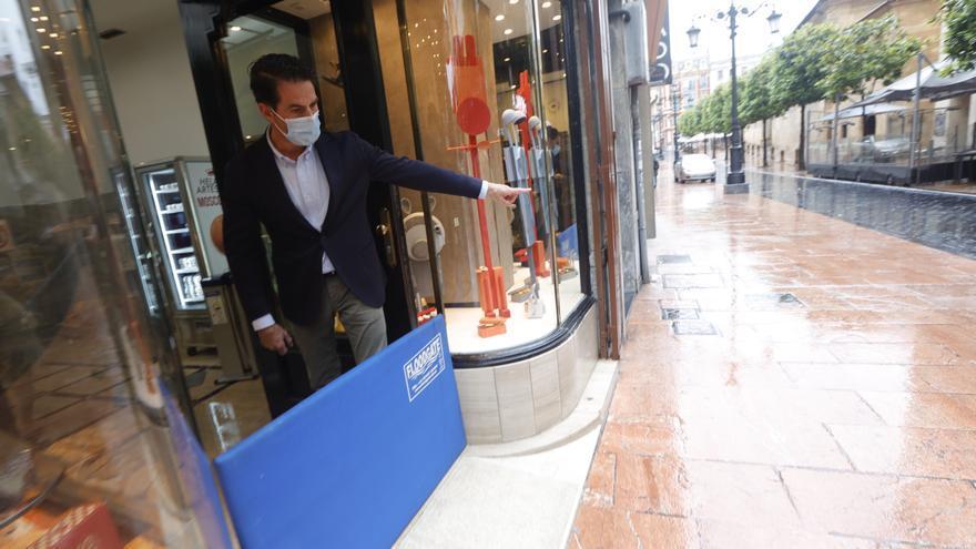 """""""Las pasamos canutas, parecía Venecia"""", señalan los afectados por la tromba de agua en Oviedo"""