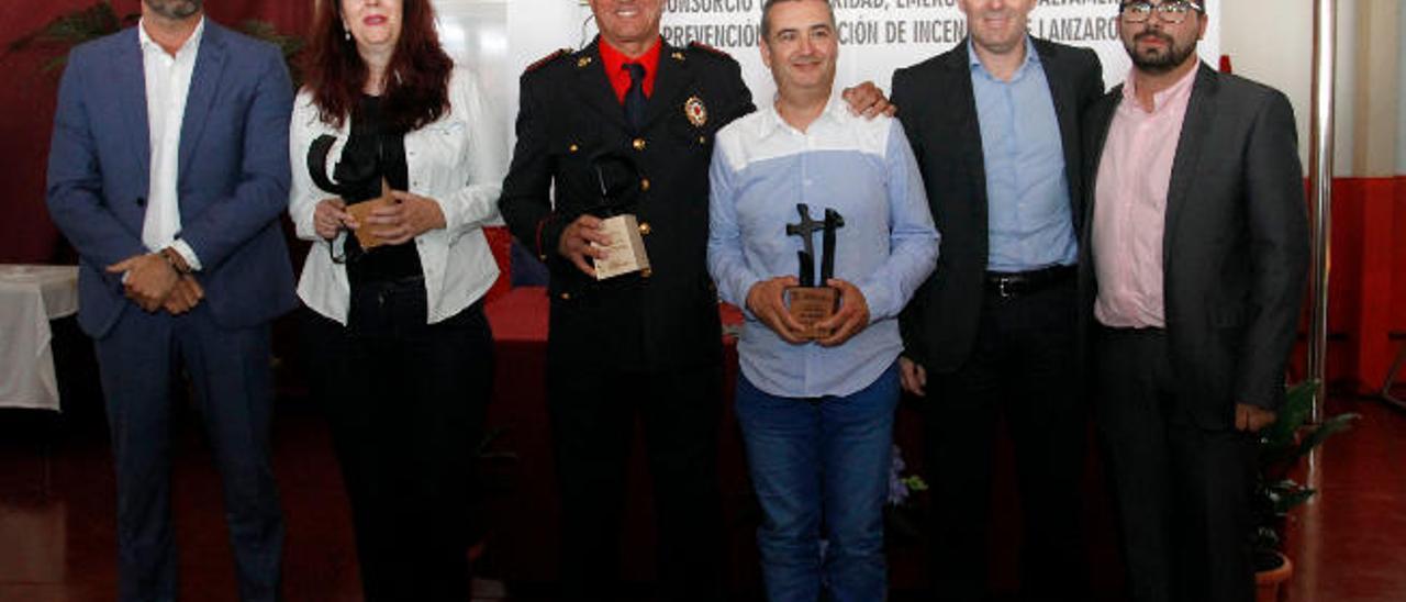Begoña Hernández, Juan Rafael Rodríguez (centro) y Benjamín Nieves, ayer.
