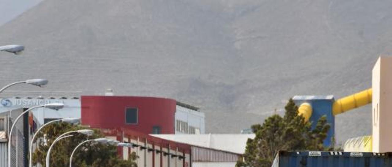 Calle del polígono industrial de Salinetas. | | YAIZA SOCORRO