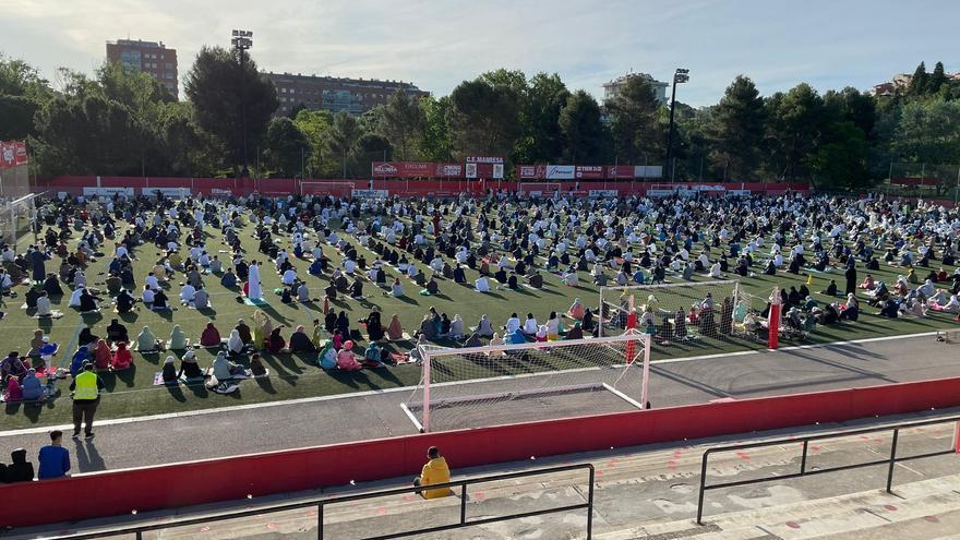 Centenars de musulmans celebren a Manresa la pregària del fi del ramadà al Congost